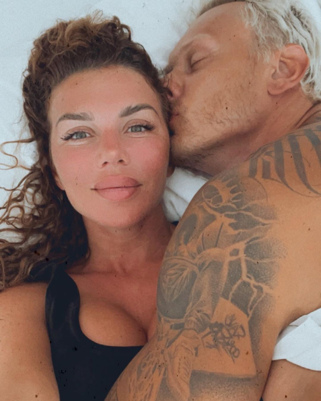 Седокова показала постельные фото с мужем