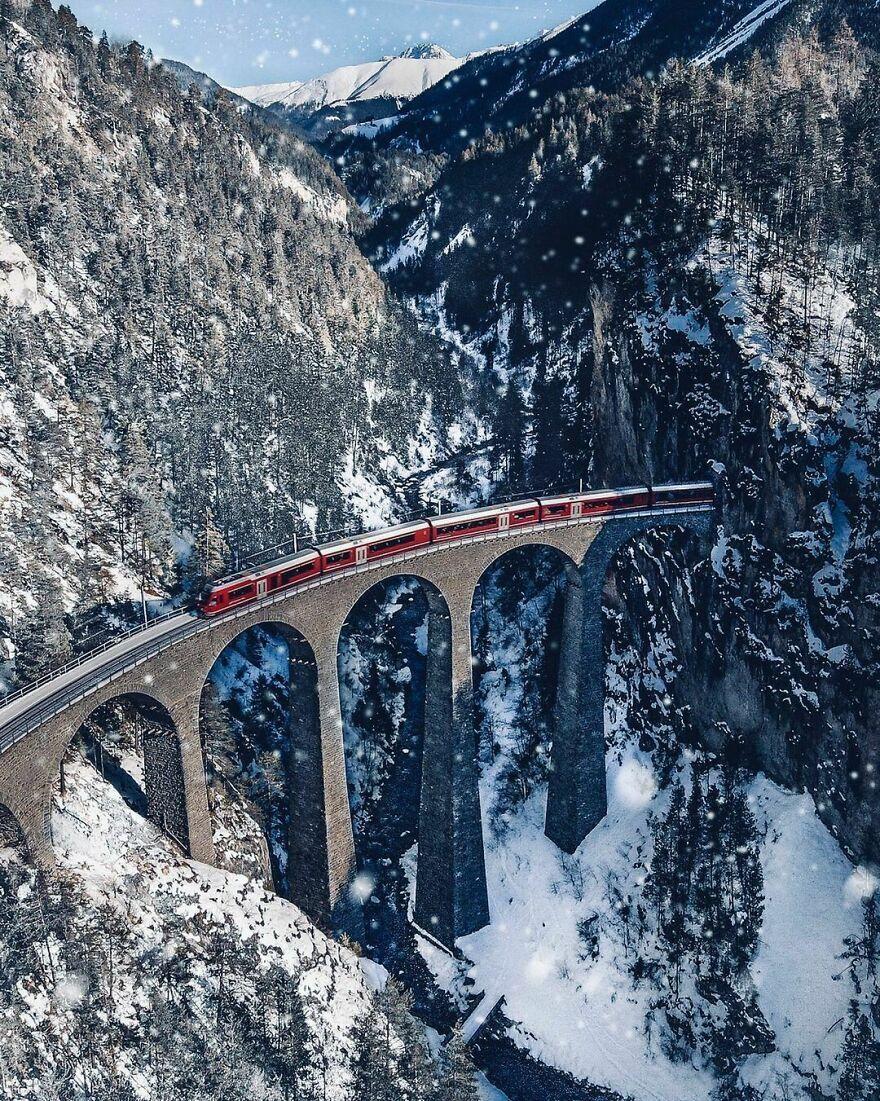 Мост Ландвассер между населенными пунктами Шмиттен и Филизур в Швейцарии.