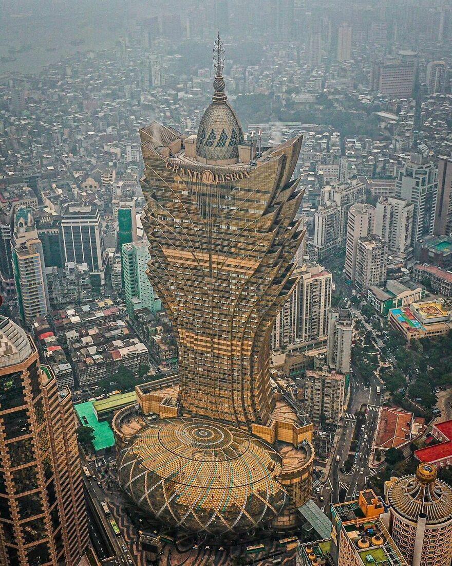 Небоскреб Grand Lisboa в Макао – Китай.