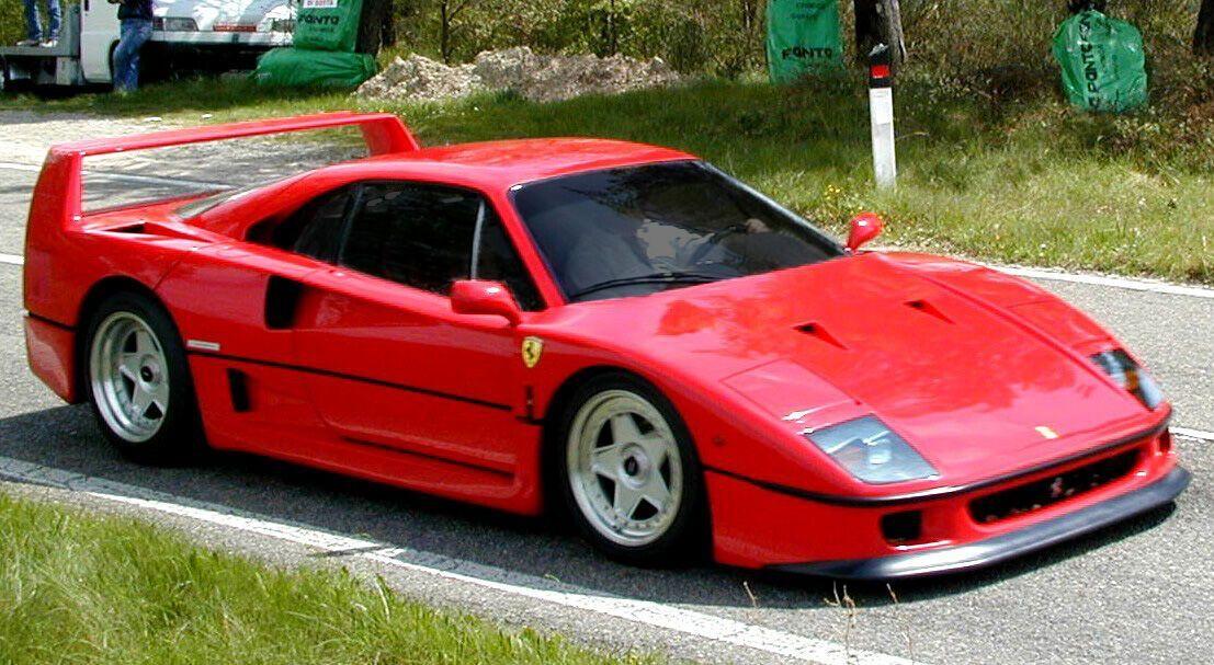 Ferrari F40 стал первым серийным автомобилем, который ехал быстрее 321 км/ч