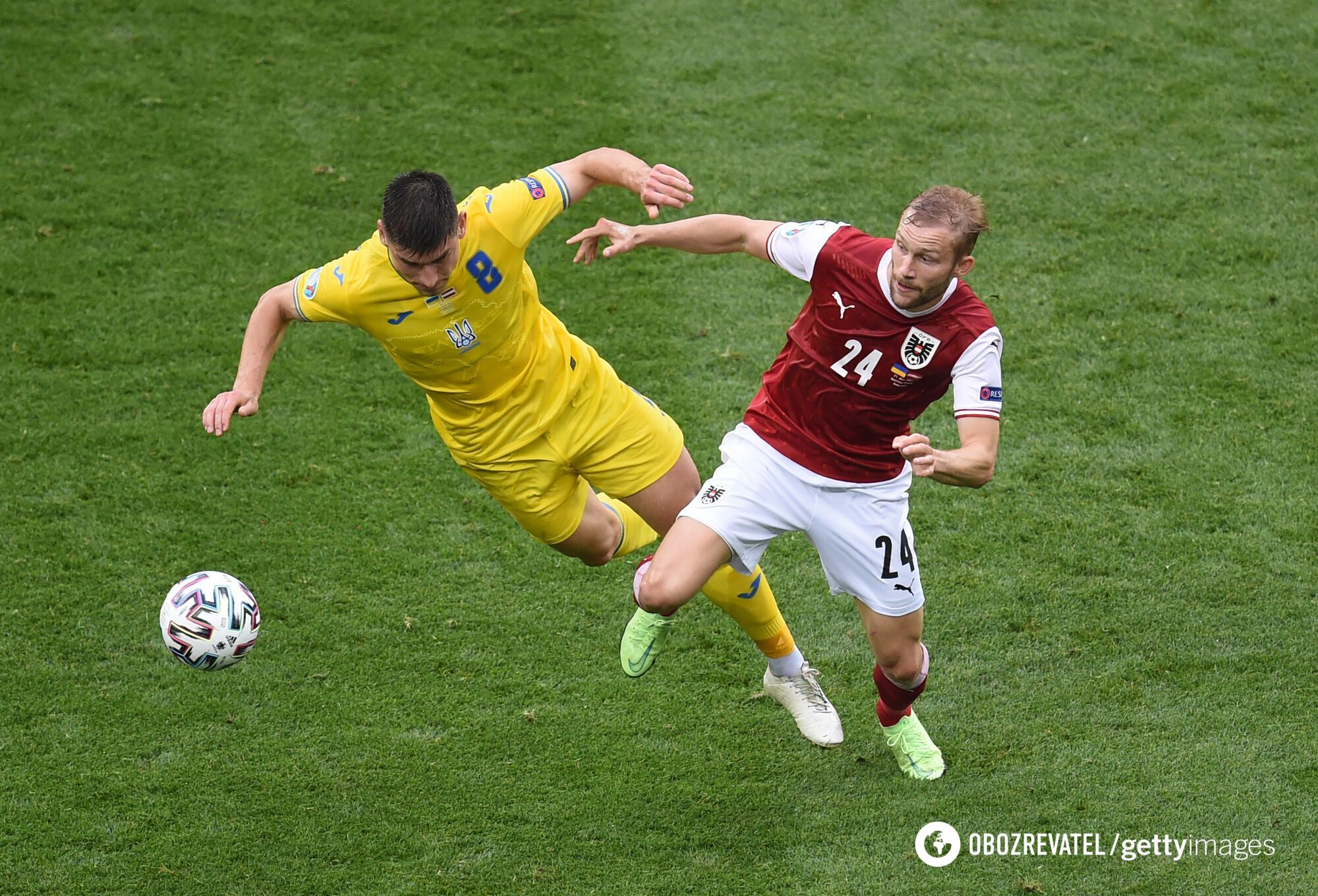 Руслан Малиновский в игре против Австрии