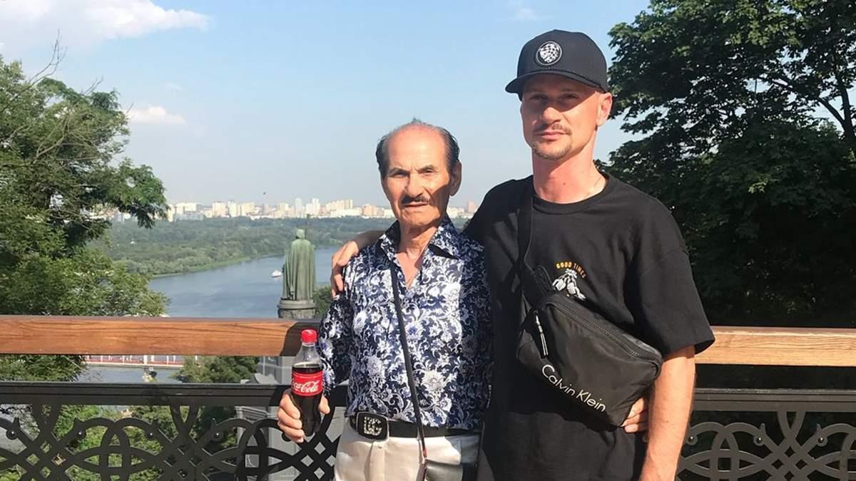 Григорій Чапкіс з сином Грегом