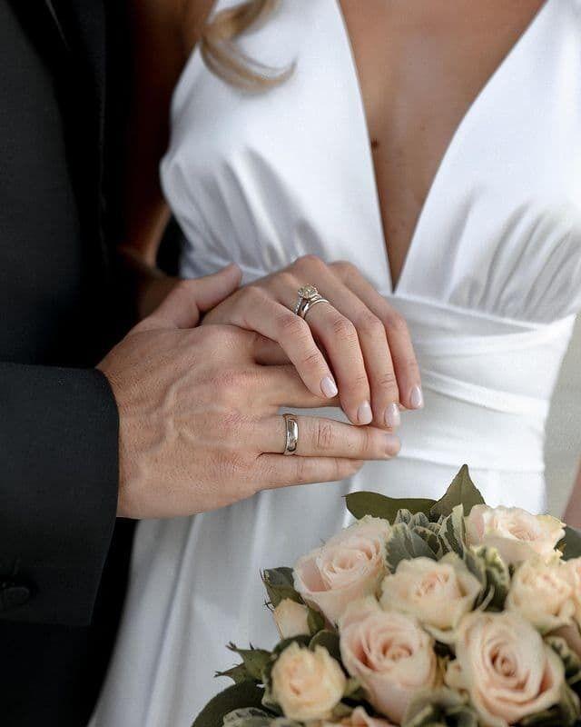 Маремуха показала свадебные кольца