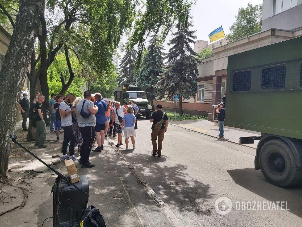 Сторонников Антоненко и Кузьменко меньше чем правоохранителей .