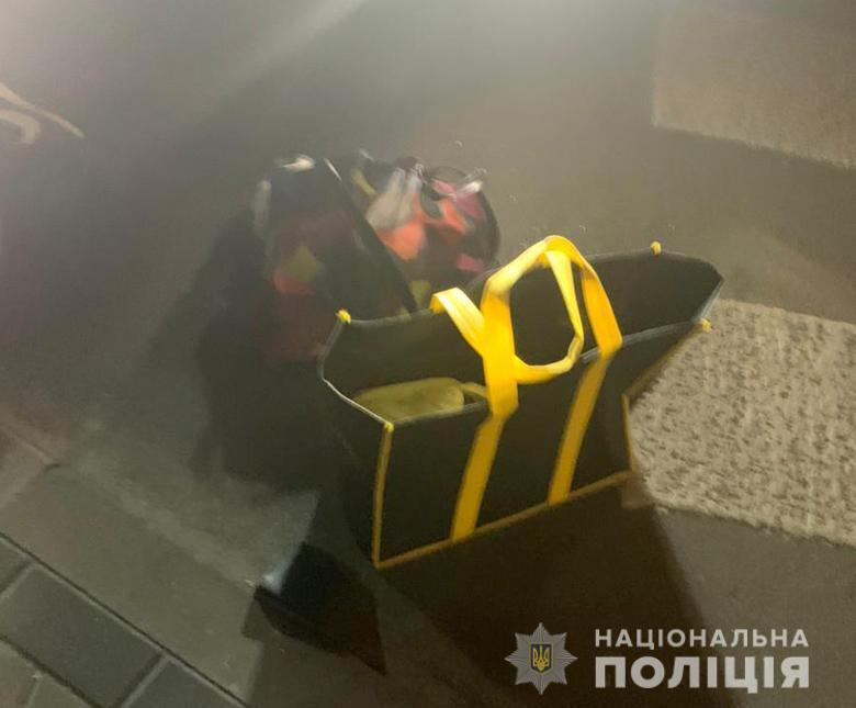 Зловмисник пішов на злочин заради сумок із речами.