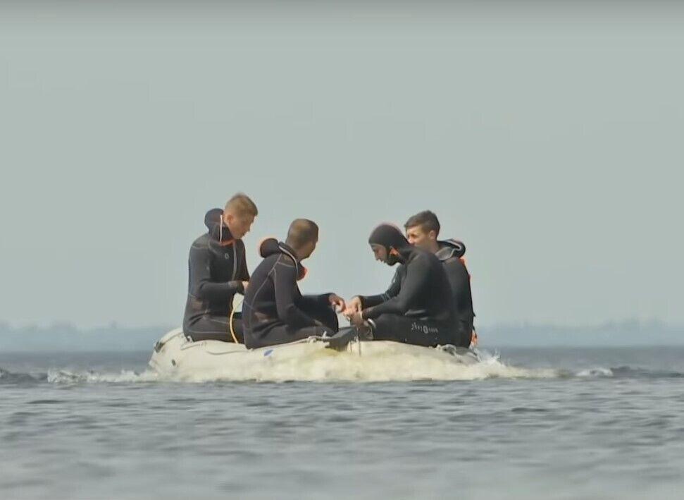 Бригада водолазів уже другий день прочісує Київське море