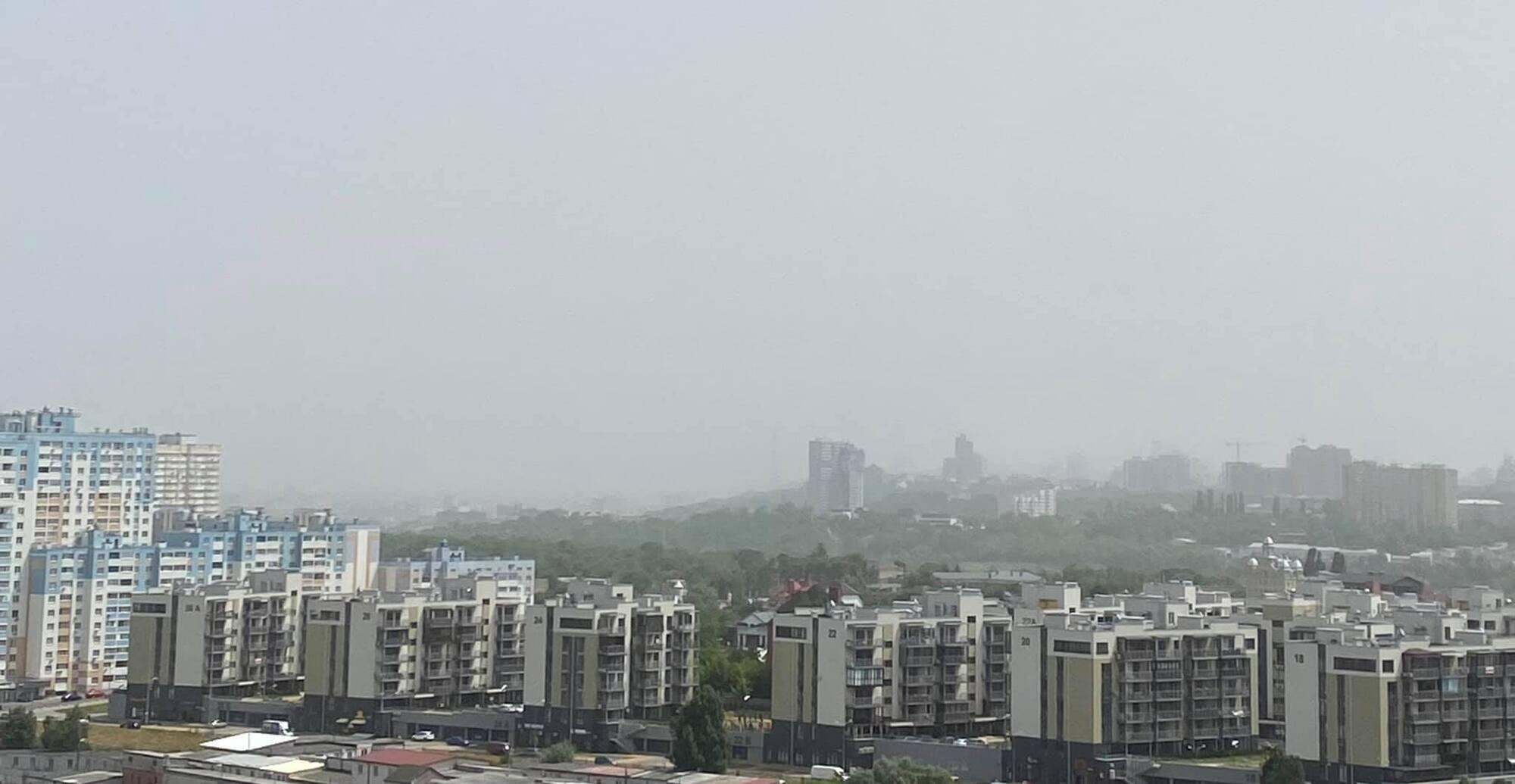 Район над Киевом в пыли.