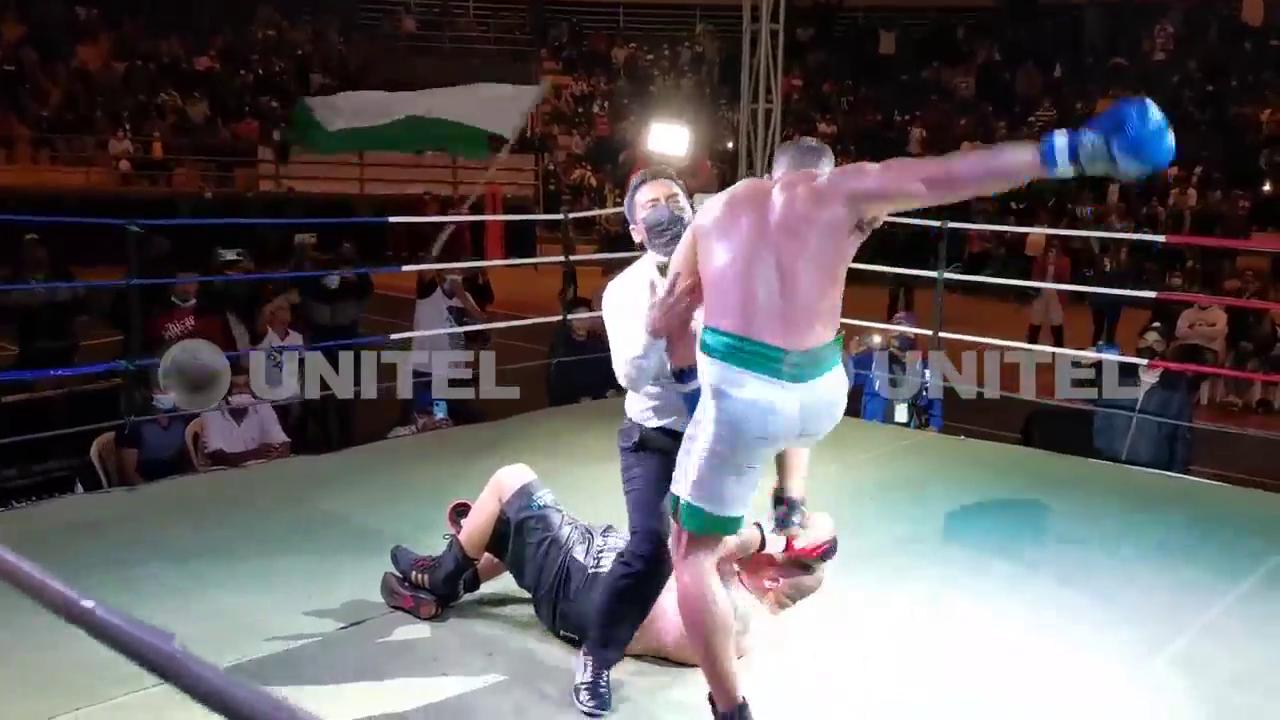 Педро Табарес попытался ногой ударить Сауля Фараха