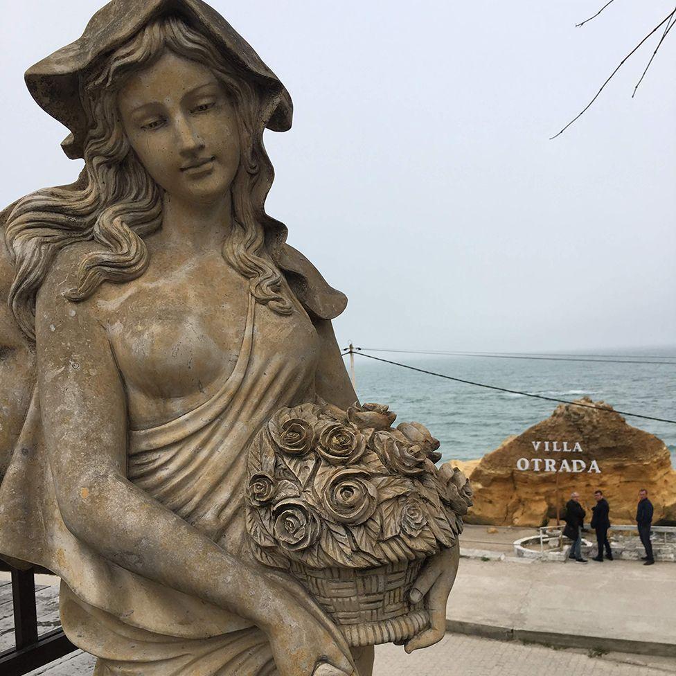 Пара устроила помолвку в шикарной вилле Отрада с видом на море