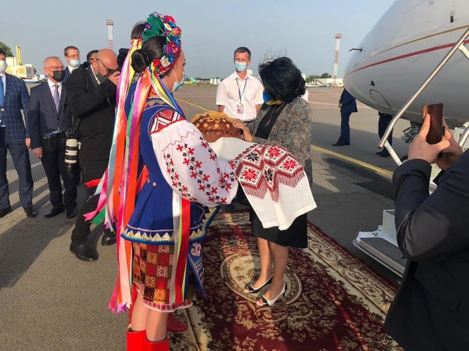 Президент Грузии прибыла в Украину.