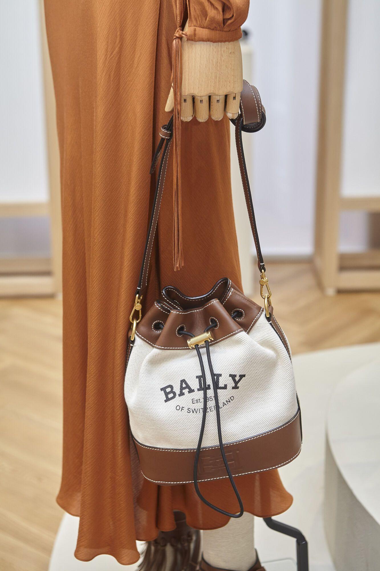 Модная сумка-мешок со стяжками