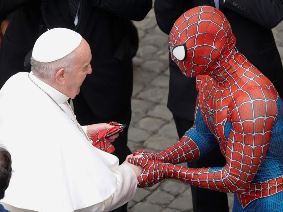 """Папа Франциск під час аудієнції зустрівся з """"Людиною-павуком"""""""
