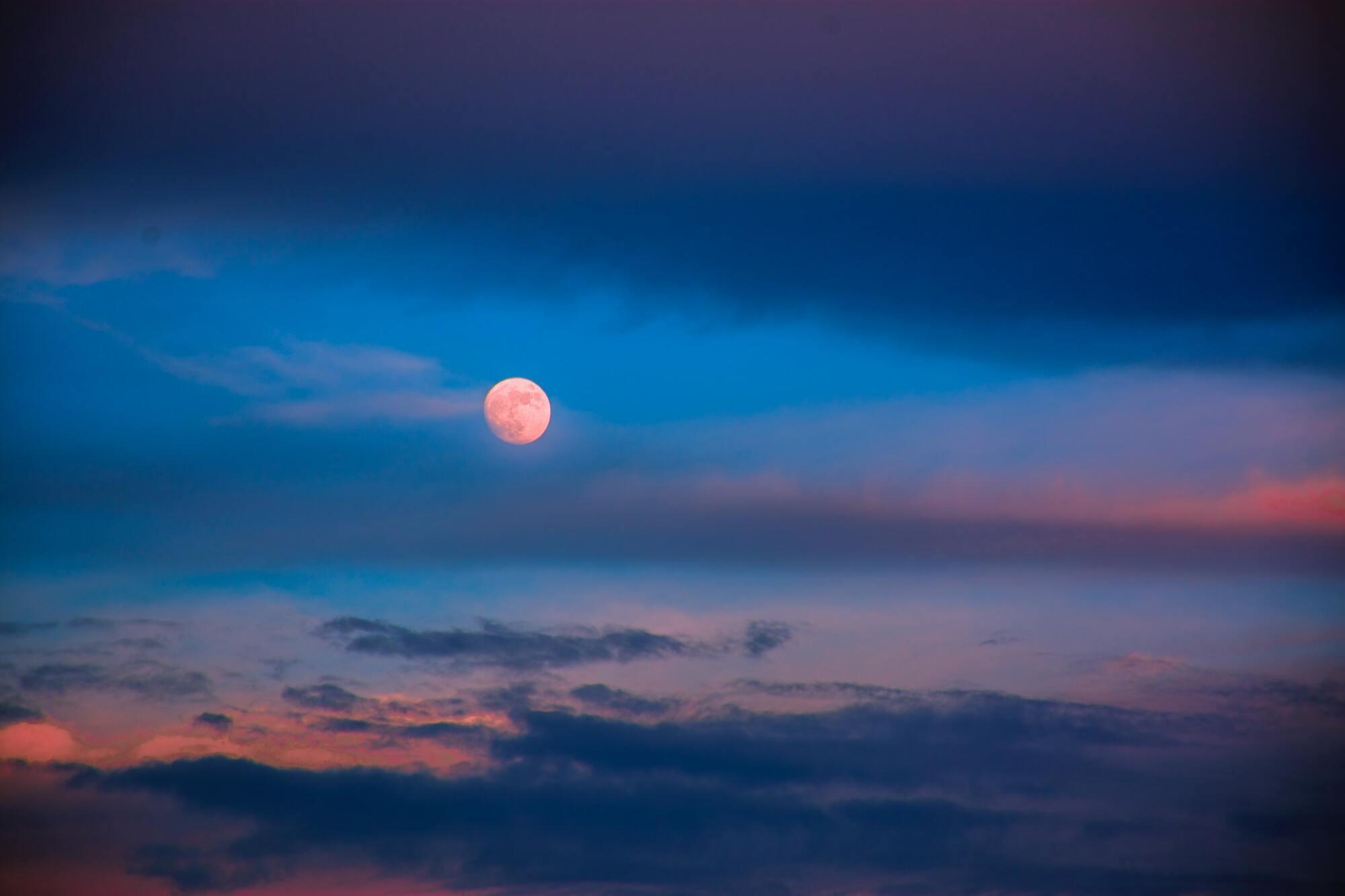 24 червня над Землею зійде Полуничний місяць