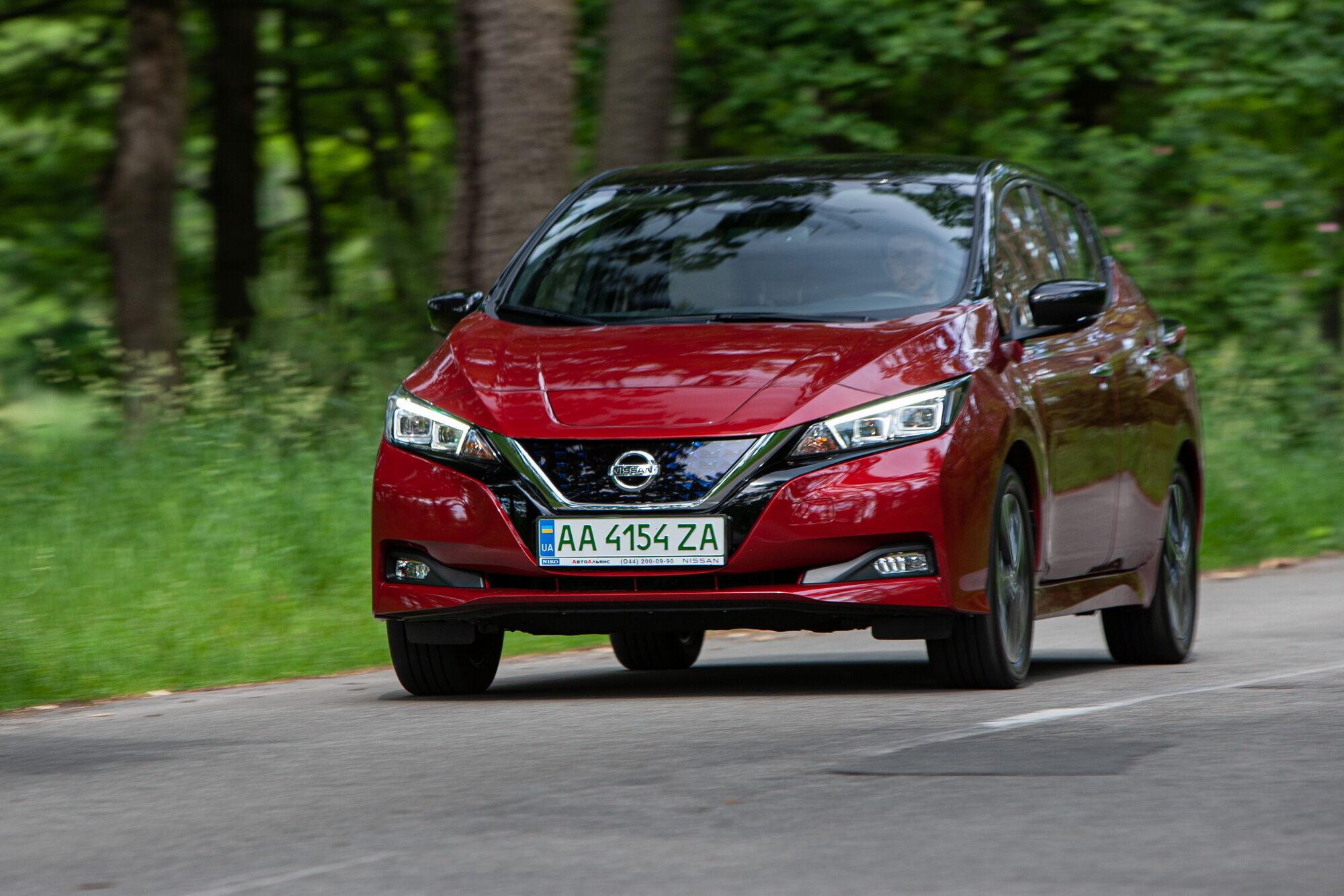 Розгін від 0 до 100 км/год займає 7,9 секунд, а максимальна швидкість автомобіля обмежена електронікою на позначці 144 км/год