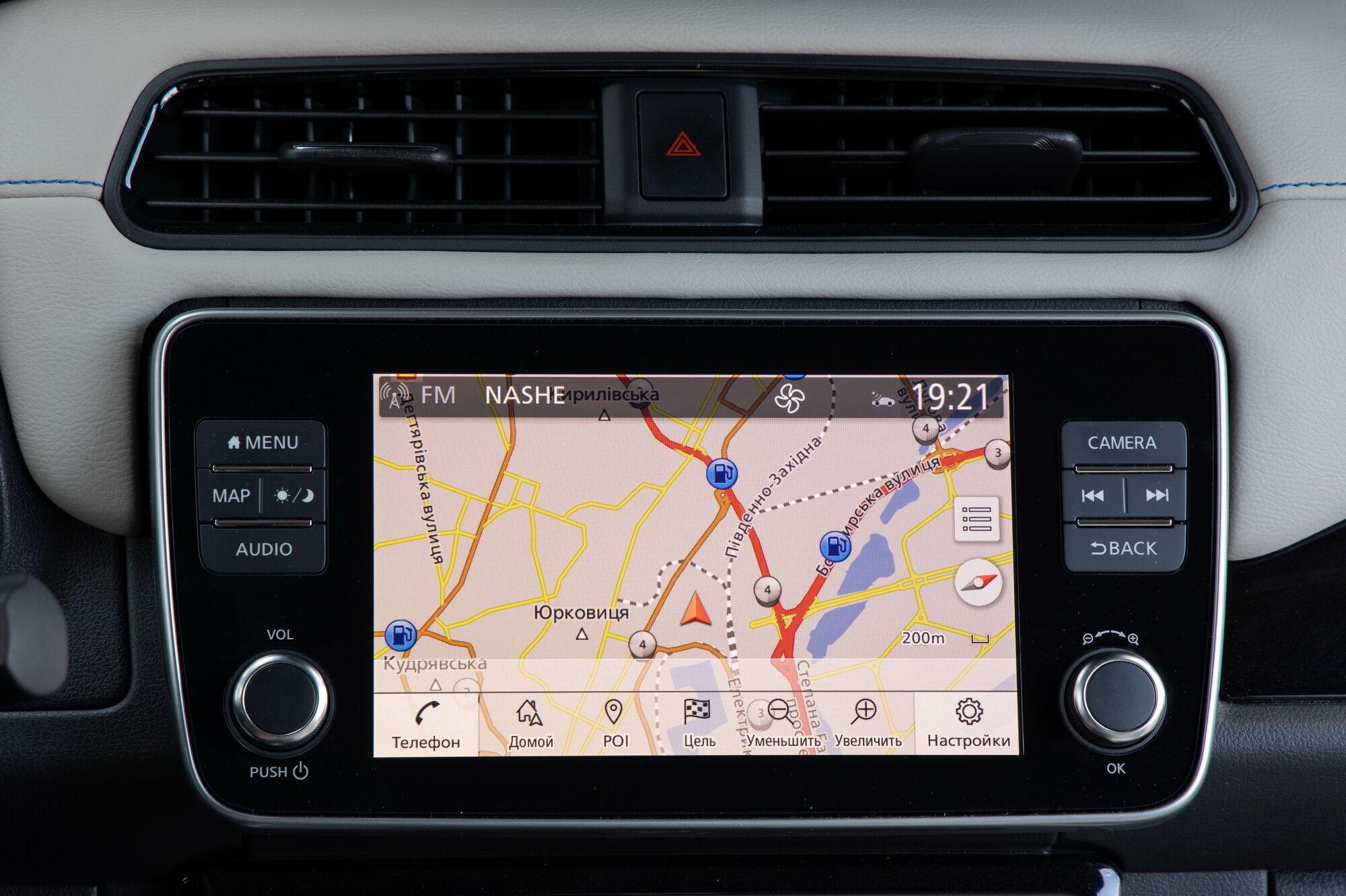 Мультимедійна система NissanConnect має 8-дюймовий сенсорний екран