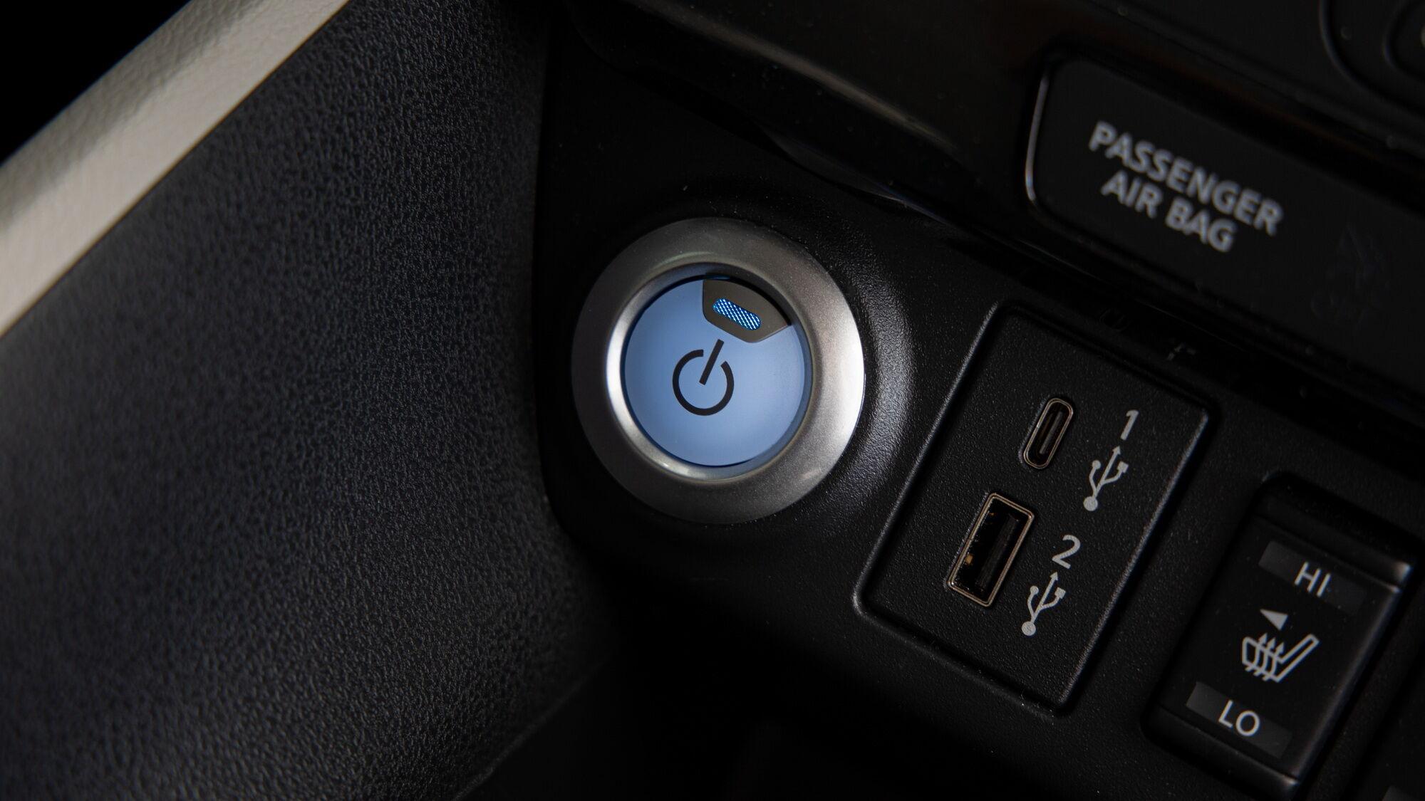 Запуск двигуна здійснюється за допомогою кнопки