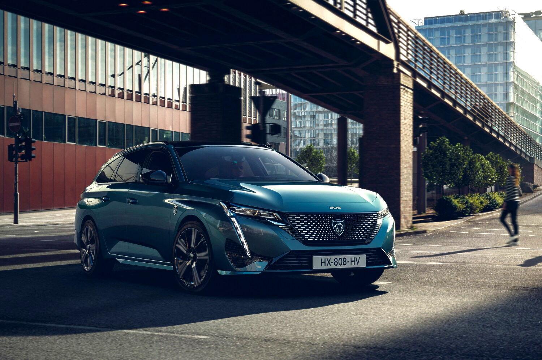 Практичный и вместительный автомобиль щеголяет фирменной облицовкой радиатора с новой эмблемой бренда