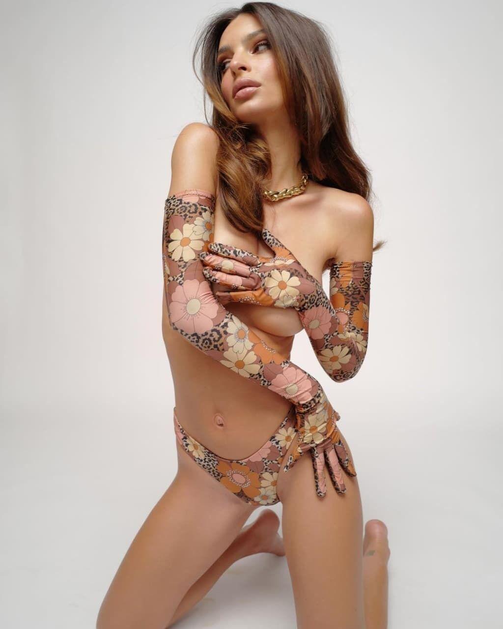 Эмили Ратаковски показала фигуру.