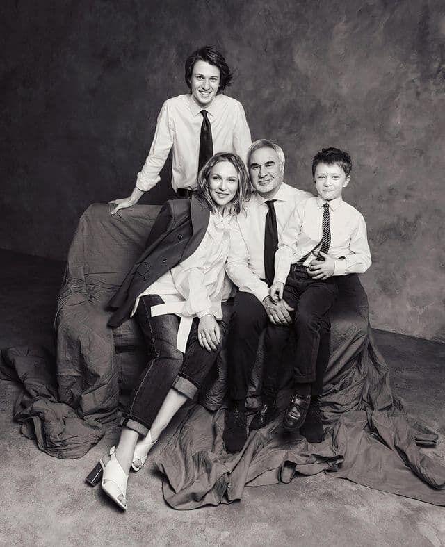 Джанабаева и Меладзе на фотосессии со своими сыновьями