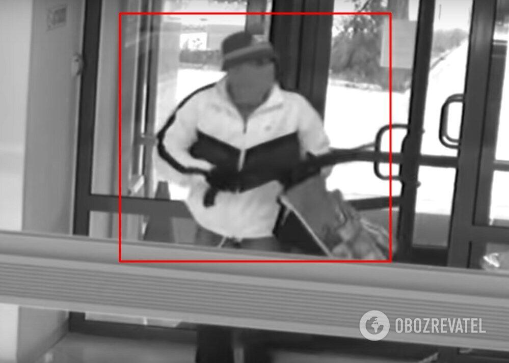 Злочинець під час розбійного нападу на ювелірний магазин у Києві
