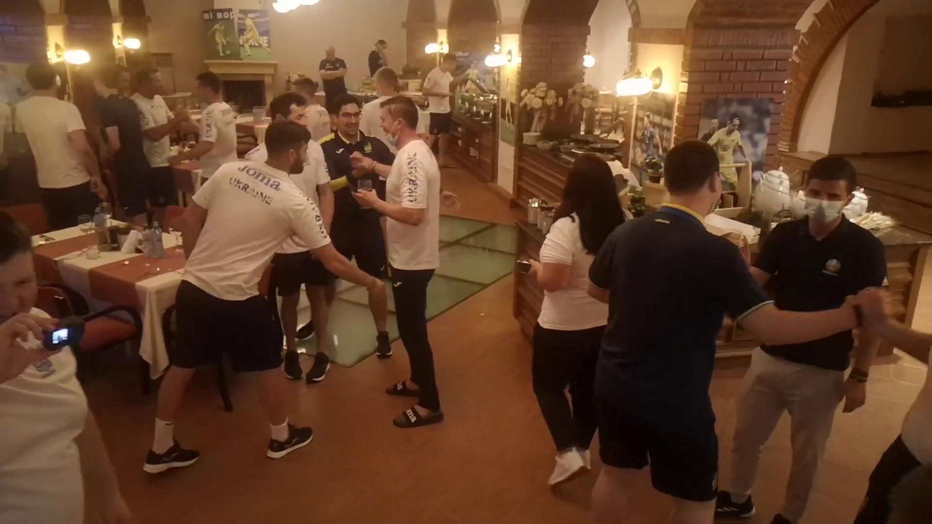 Національна команда зібралася в ресторані готелю