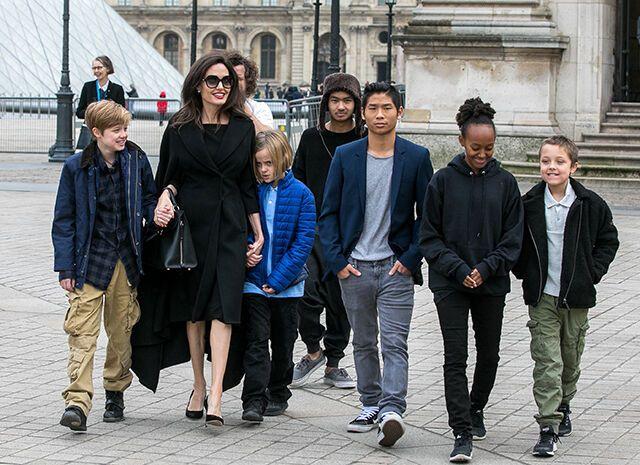 Анджелина Джоли вместе со своими детьми