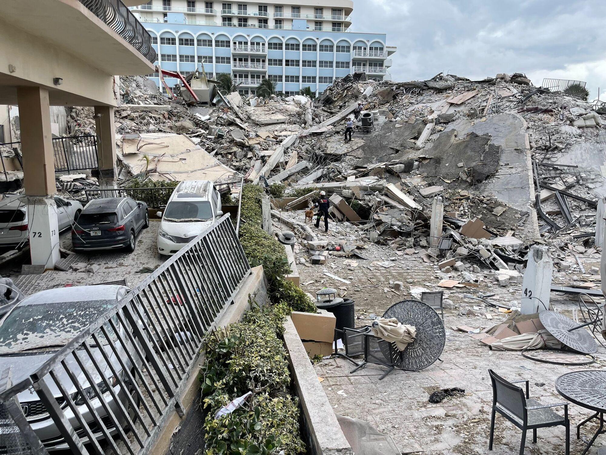 У Маямі впала 12-поверхівка