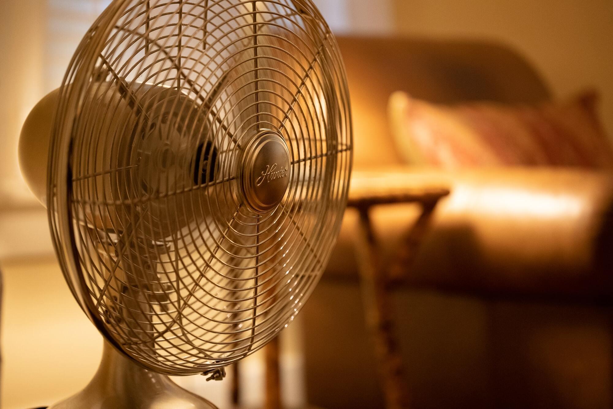 Вентиляторы помогают, если в комнате не жарче + 32 градусов