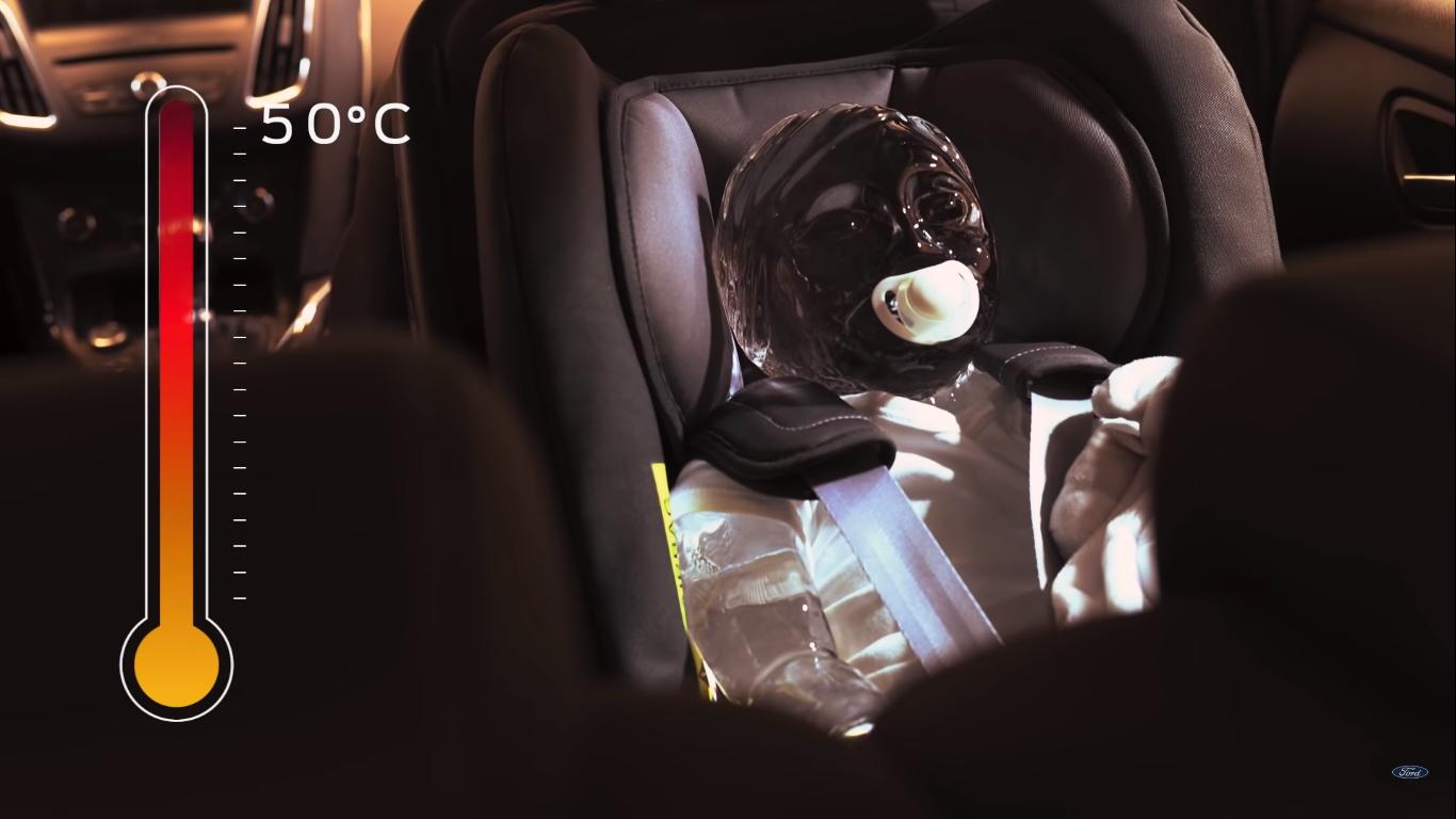 В автомобілі температура під час спеки може досягати 50 градусів