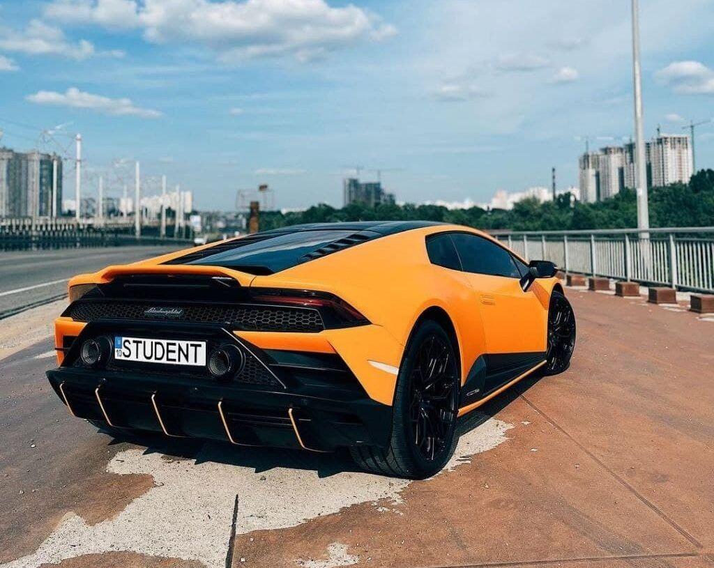 Lamborghini Huracan Evo Fluo Capsule, який з'явився у Києві