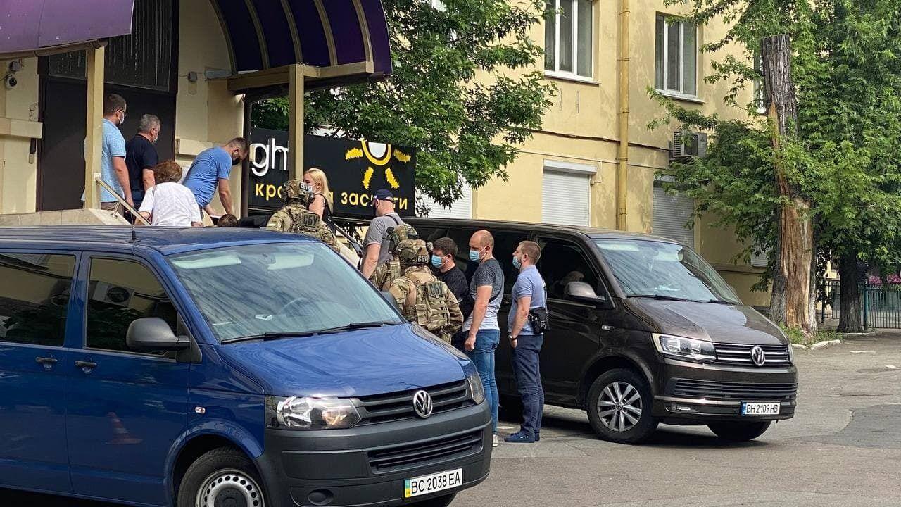 Прокурори й слідчі 24 червня провели нові обшуки в Медведчука