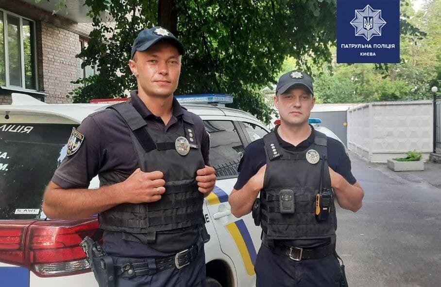 В Киеве патрульные спасли подростка от суицида.