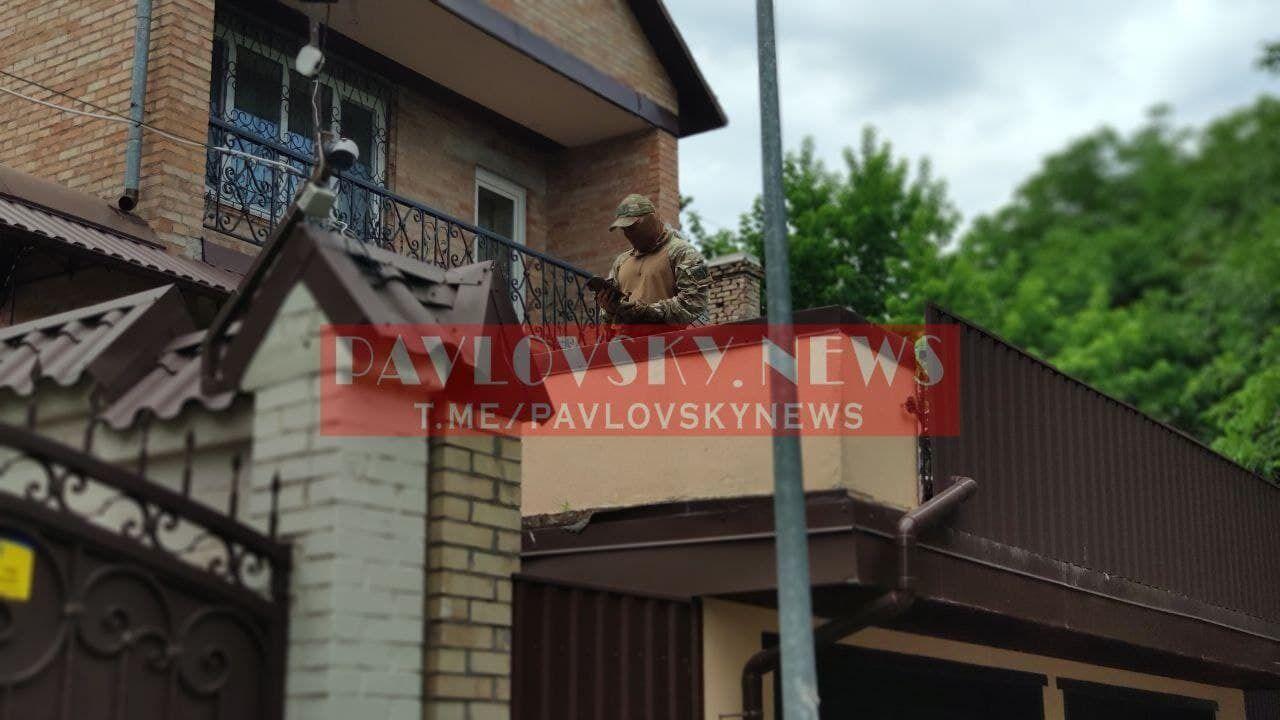 Сотрудники СБУ дежурили у дома Медведчука на время обысков