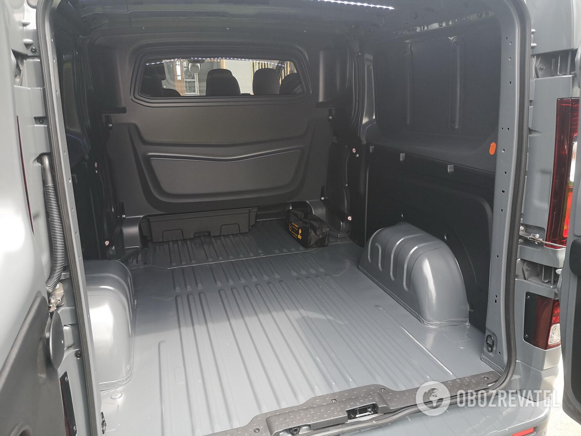 Полезный объем грузового отделения достигает 6 м3, грузоподъемность составляет 1199 кг