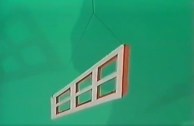 На самом деле окно имеет форму трапеции