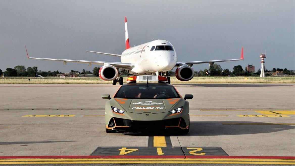 Lamborghini Huracan Evo в аеропорту Болоньї