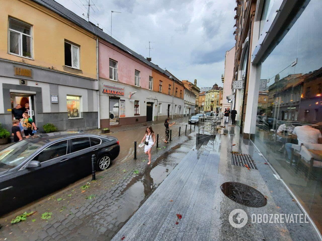 Улицы Львова затопило.
