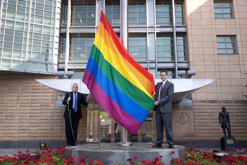 Росіян розізлив ЛГБТ-прапор у Москві