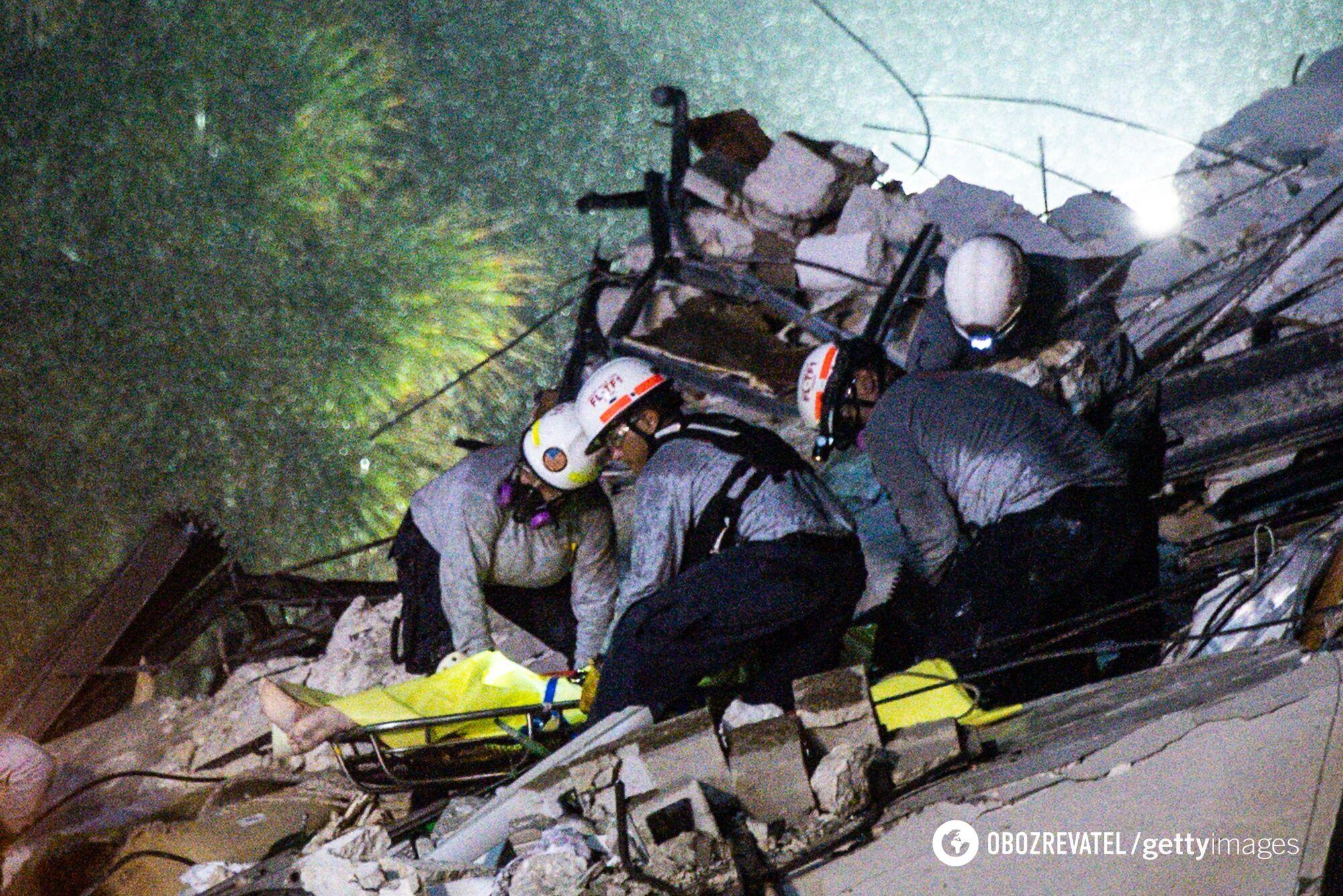 Рятувальники шукають людей під завалами