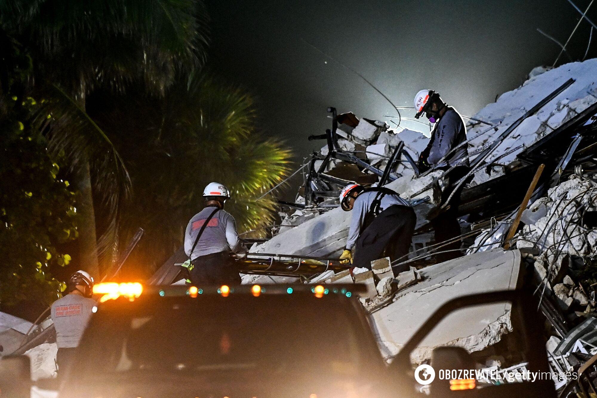 Рятувальники на місці обвалення будинку