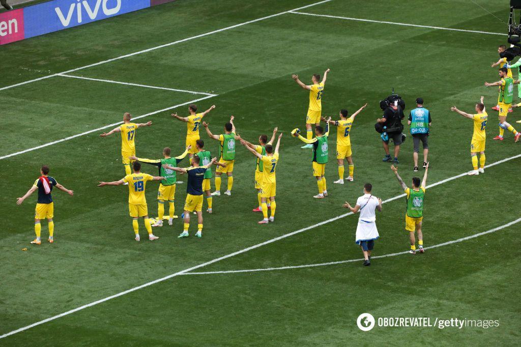 Українські футболісти були вдячні вболівальникам.