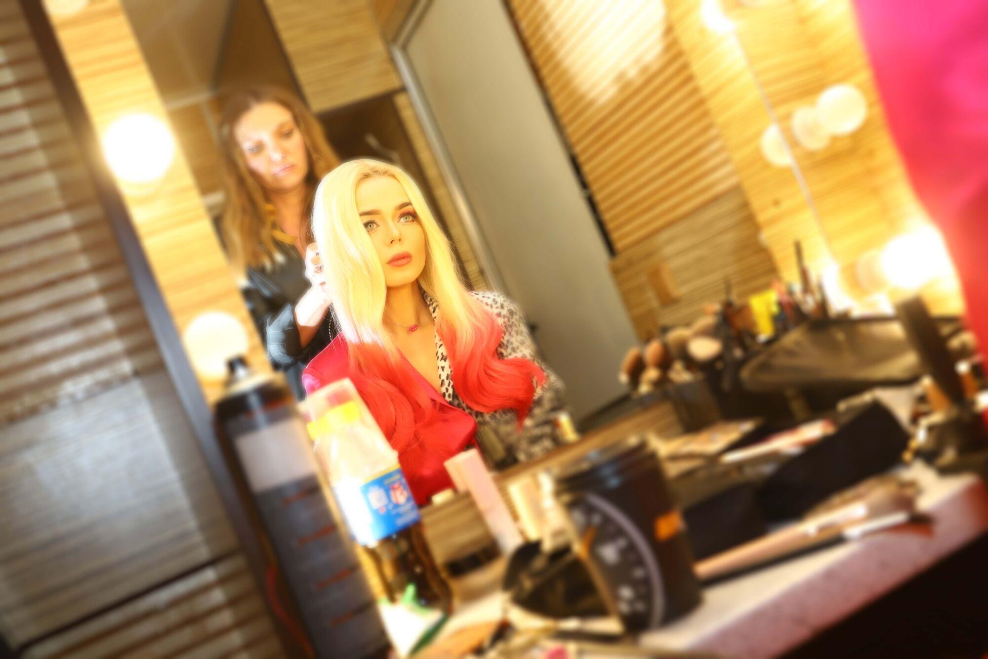 Grosu в новом клипе предстала в образе Круэллы