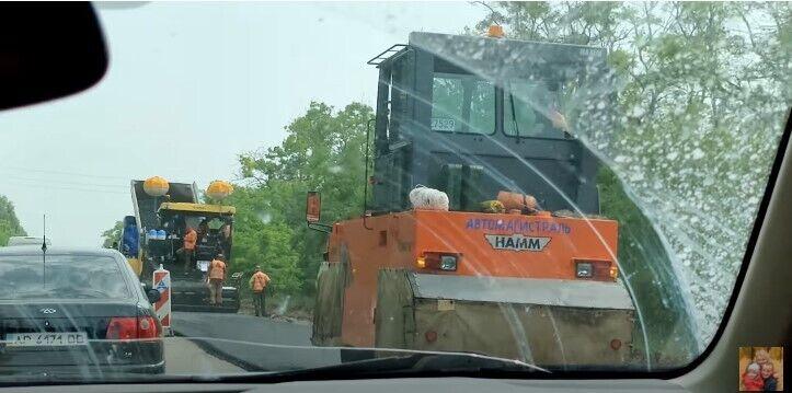 На трассе делают ремонт
