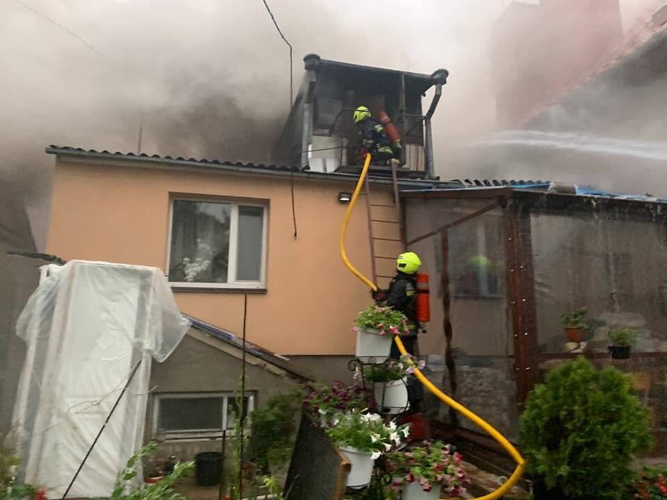 Під час негоди загорілося два будинки на Рівненщині.