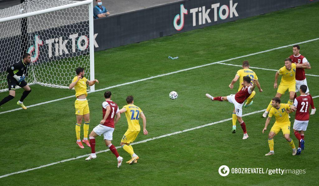Забарний не завадив австрійцям забити гол.
