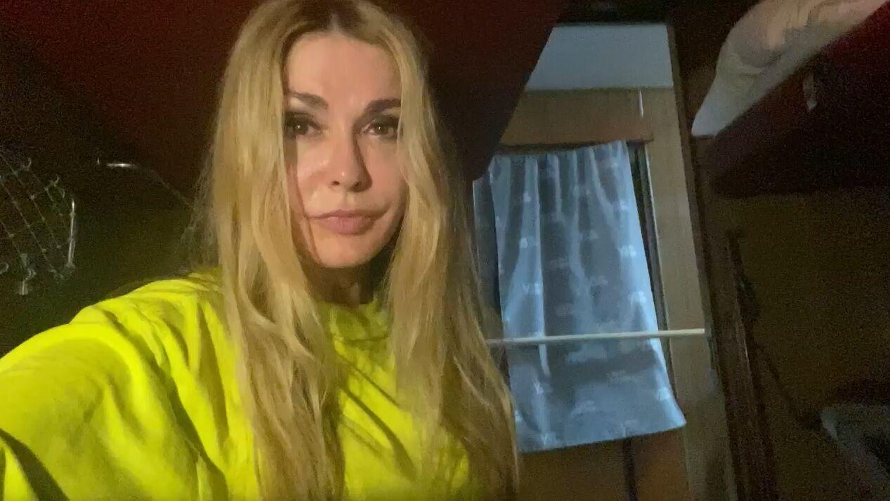 Сумська зазначила, що через спеку в купе кілька разів обливала себе водою
