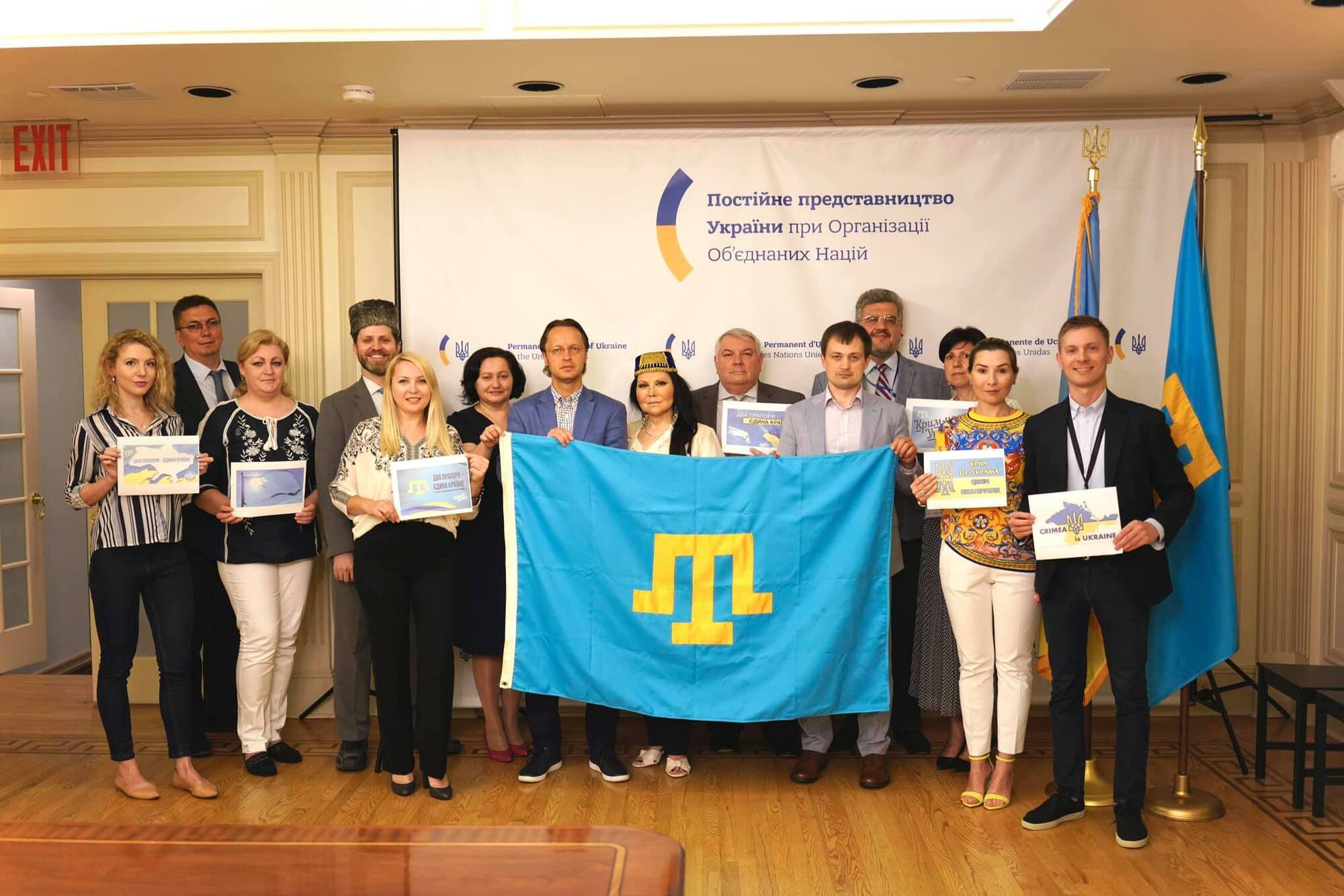 В Украине почтили День крымскотатарского флага