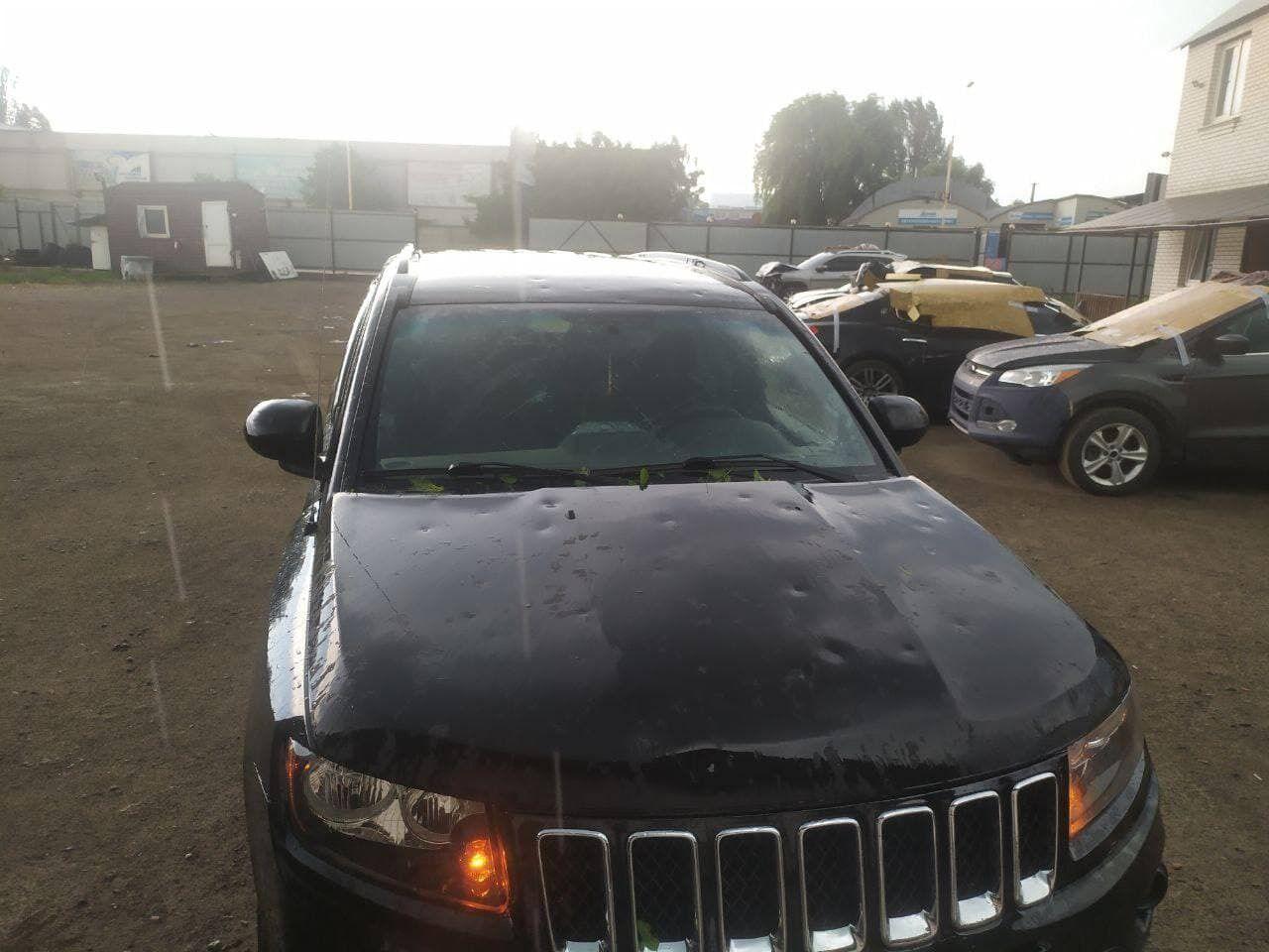 Град повредил автомобиль в Боярке.