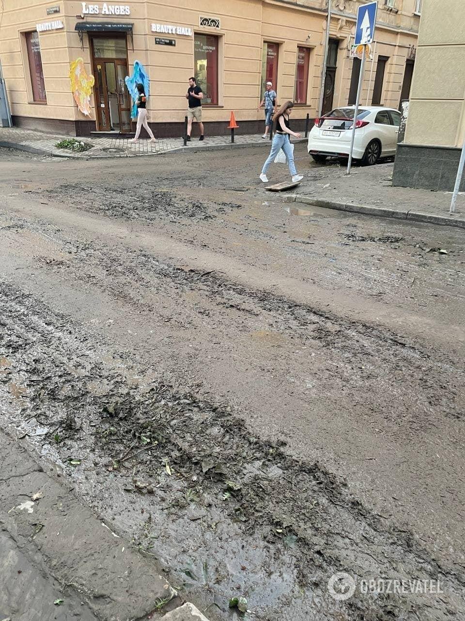 Последствия ливня во Львове.