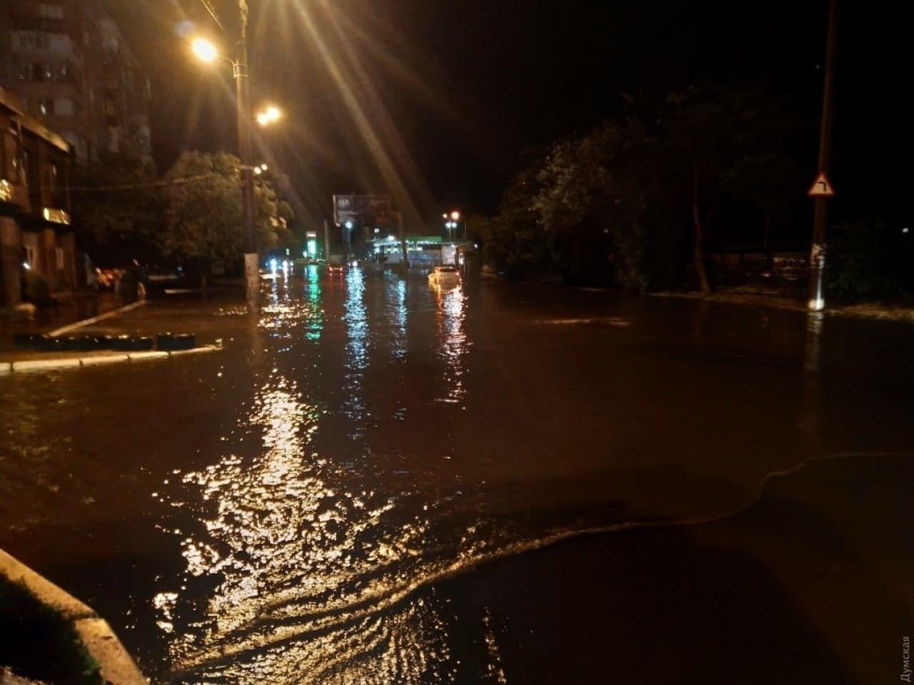 В Одессе затопило улицы.